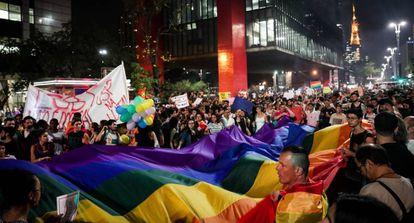 Manifestação na avenida Paulista contra a 'cura gay', nesta sexta-feira.
