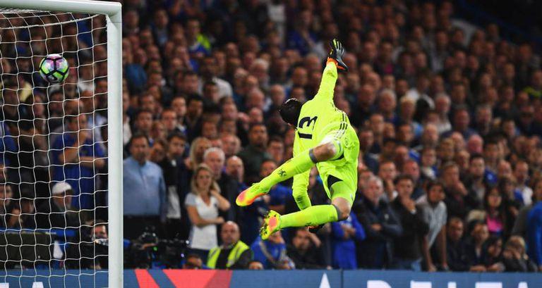 Courtois não consegue evitar gol do Liverpool.