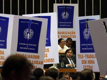 Deputados votaram em abril no plenário da Câmara o projeto que trata da reforma trabalhista.