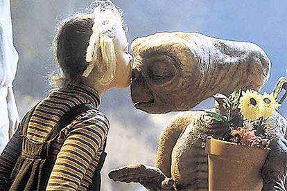"""O """"telefone... minha casa..."""" de 'E.T.: O Extraterrestre' foi derrotado pelo mais discreto 'Gandhi'."""