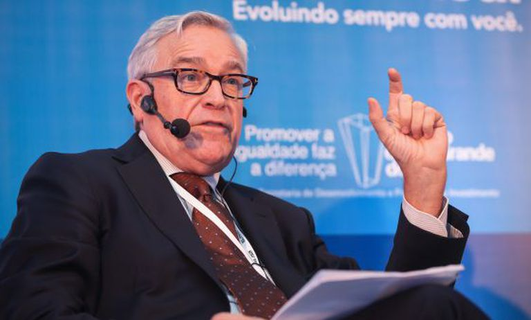 Francisco Luzón, no evento do EL PAÍS em Porto Alegre.