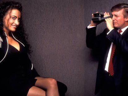 Trump atende ao 40º aniversário da revista 'Playboy', realizado no hotel Park Hyatt de Nova York em 1993.
