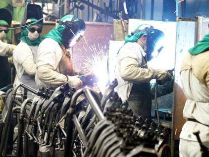 Emprego na indústria mostrou recuo de 3,2% em 2014 ante o ano anterior.