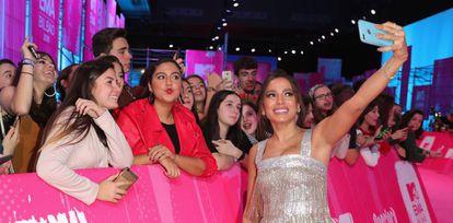 A cantora Anitta, que concorren em duas categorias, durante o MTV EMAs em Bilbao, Espanha.