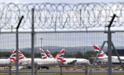 Aviões da British Airways no aeroporto London Gatwick, em maio.