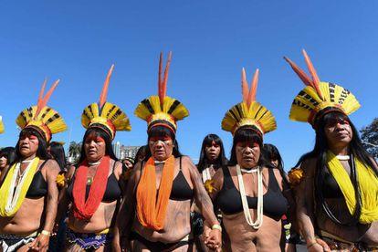 Mulheres indígenas marcham em Brasília contra as políticas de Jair Bolsonaro; ato aconteceu no dia 13 de agosto