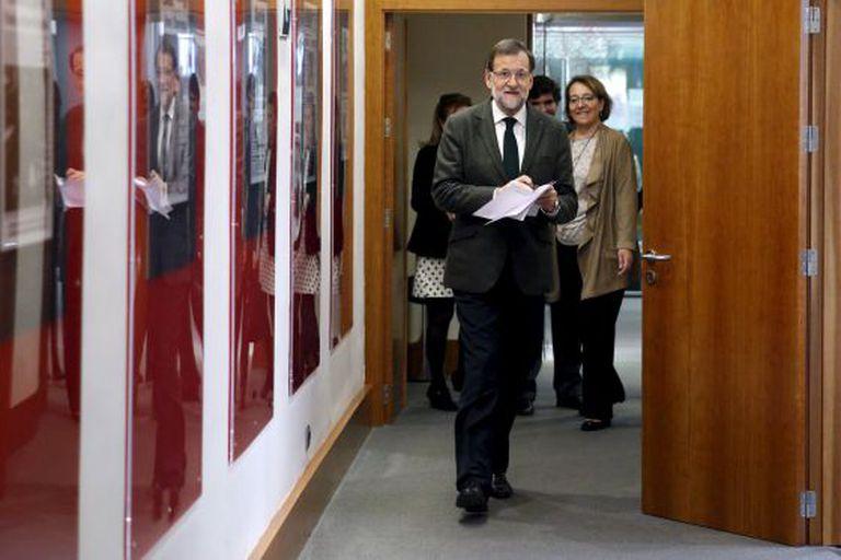 Mariano Rajoy chega à sala onde promoveu coletiva de imprensa depois de receber sucessivamente Albert Rivera, Pablo Iglesias e María Dores de Cospedal.