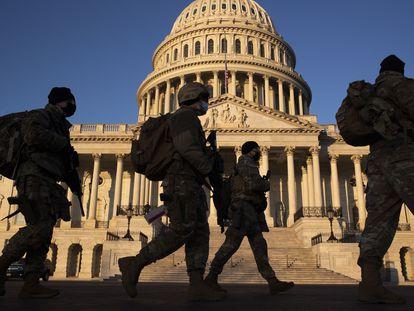 A Guarda Nacional, mobilizada diante do Congresso dos Estados Unidos.