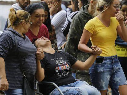 Enterro de jovem de 16 anos que morreu pisoteado em baile funk em Paraisópolis, São Paulo.