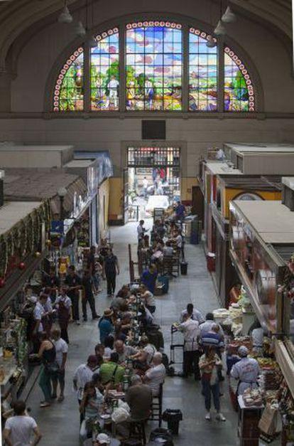 Visitantes no Mercado Municipal de São Paulo.