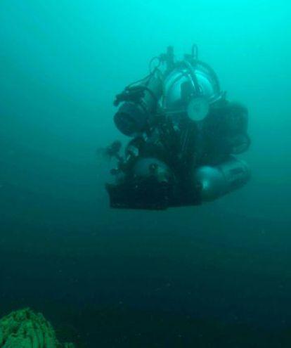 Um dos robôs submarinos usados no lago.