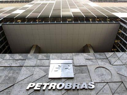STF manda Petrobras abastecer navios iranianos parados no Brasil