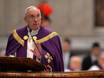 O papa Francisco, nesta sexta-feira na basílica de San Pedro.