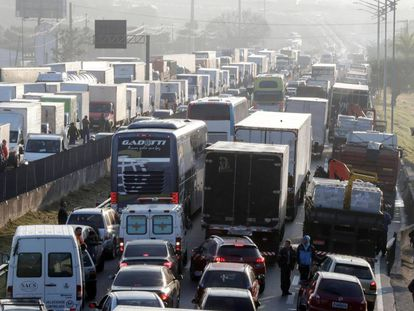 Engarrafamento provocado pelos caminhoneiros em São Paulo.