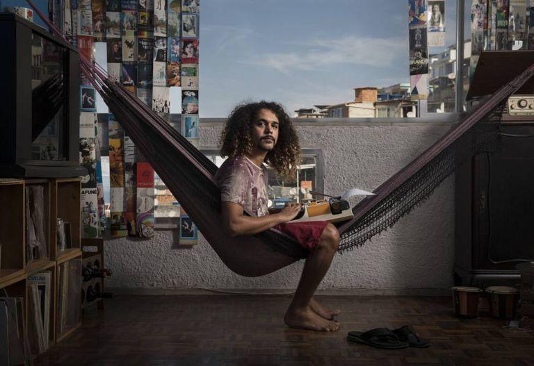 Geovani Martins, na favela na que vive, Vidigal, no Rio de Janeiro.