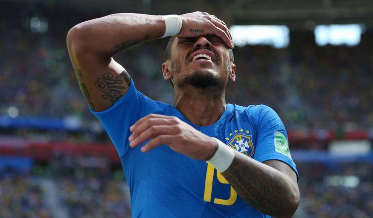 Paulinho durante o jogo contra a Costa Rica.