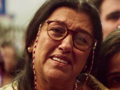 A atriz Regina Casé, em cena de 'Amor de mãe'.