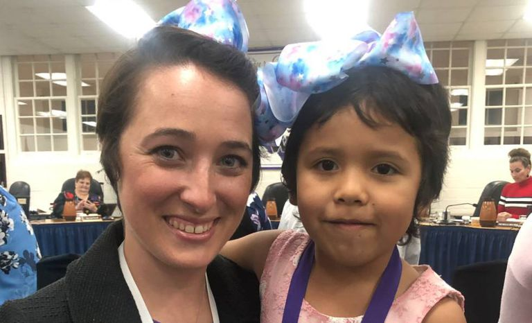A professora Shannon Grimm e sua aluna Priscilla Perez.
