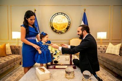 O presidente com sua mulher e sua filha.