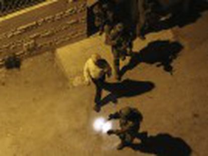 O Exército bloqueia a Cisjordânia, onde já deteve quase 200 palestinos no quarto dia de operação militar de busca