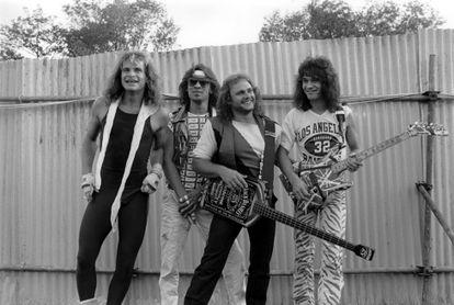 David Lee Roth (voz), Alex Van Halen (bateria), Michael Anthony (baixo) e Eddie Van Halen (guitarra). O Van Halen no início dos anos oitenta.