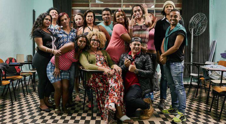 Igreja recebe trans e travestis em reunião semanal