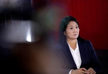 Entrevista coletiva da candidata Keiko Fujimori, nesta quarta-feira em Lima, quando ela insistiu em denunciar fraude no resultado da eleição, em que ela aparece atrás do rival Castillo.