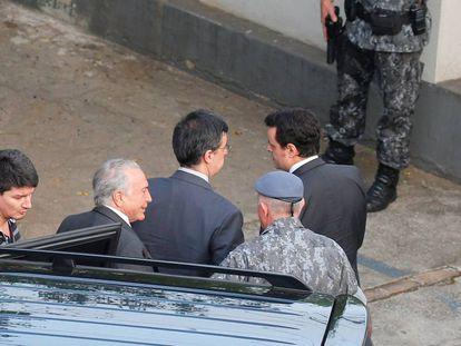 Temer nesta segunda-feira durante transferência para o Batalhão da Polícia Militar em São Paulo.