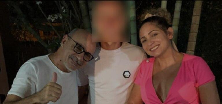 Fabrício Queiroz posa com seu filho caçula e sua esposa, Márcia Oliveira de Aguiar, no réveillon em Atibaia.