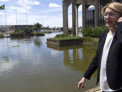 Procuradora rebelde venezuelana, Luisa Ortega, deixa o Itamaraty em Brasília.
