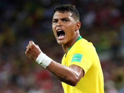Thiago Silva, impecável na defesa, marcou o segundo gol da seleção.