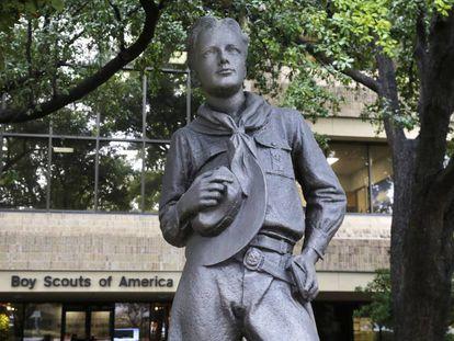 Estátua de um membro dos Boy Scouts em sua sede de Irving, no Texas.