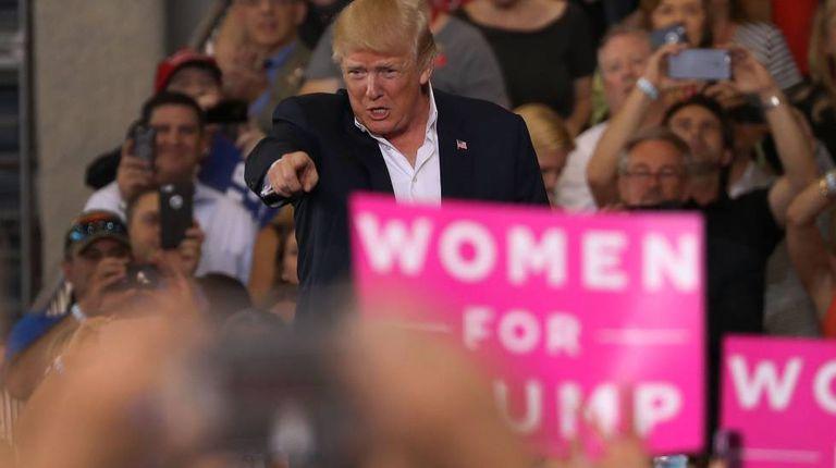Trump durante comício como presidente