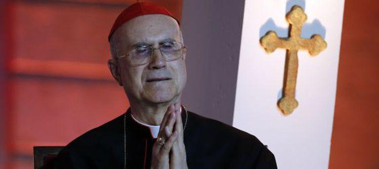 Bertone viverá com as três freiras que o auxiliam desde 2006.