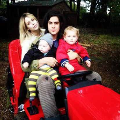 Com seu marido e filhos, em uma imagem no Twitter em novembro.