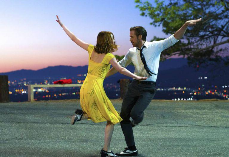 Ryan Gosling e Emma Stone em cena de 'La la Land: Cantando estações'.