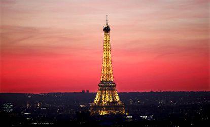 O amor acaba, mas uma viagem, seja a Paris (foto) ou a Poços de Caldas, levanta a moral da história.