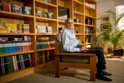 O oncologista e divulgador científico Dráuzio Varella, em seu escritório em São Paulo, no dia 24 de março.