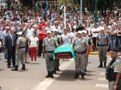 Cortejo dos restos mortais de Jango, no dia 6 de dezembro