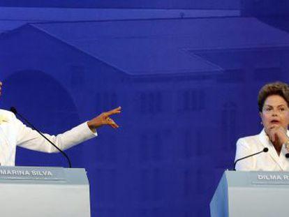Dilma Rousseff se esquiva de acusações, entre elas a recessão durante seu Governo, no debate de presidenciáveis em 16 de setembro.