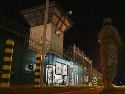 Entrada da prisão de Guantánamo.