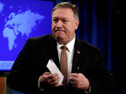 O secretário de Estado, Mike Pompeo, após coletiva de imprensa no Departamento de Estado no dia 8 de abril