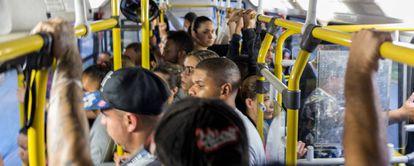 Ônibus lotado nesta sexta-feira.