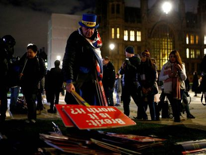 Manifestantes contrários ao Brexit nesta terça-feira em frente ao Palácio de Westminster