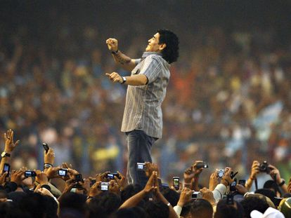 Maradona participa de uma homenagem em Calcutá, na Índia, em imagem de 2008
