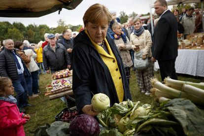 A chanceler alemã, Angela Merkel, faz campanha sábado em Putbus, oeste da Alemanha.