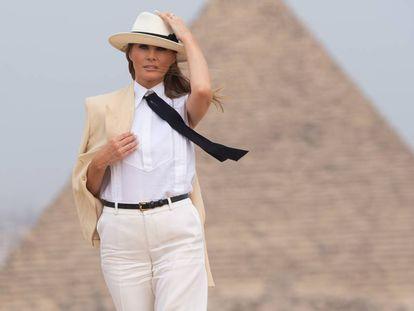 Melania Trump em 6 de outubro durante visita às pirâmides do Egito.