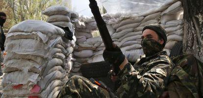 Um miliciano pró-russo nesta quarta-feira no centro de Sloviansk.