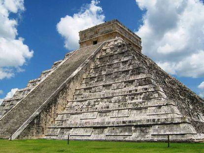 A pirâmide de Kukulcán no sítio arqueológico de Chichén Itzá.