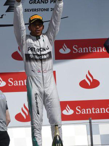 Hamilton celebra a vitória no GP da Grã-Bretanha.